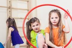 Девушки с обручем hula Стоковая Фотография