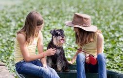 Девушки с собаками Стоковое Фото