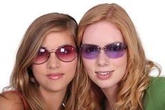 Девушки с солнечными очками Стоковое Изображение