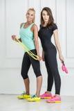 Девушки с спортивным инвентарем Стоковая Фотография RF