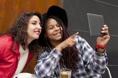 Девушки с таблеткой Стоковые Изображения RF