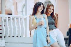 Девушки с coffe стоковые изображения
