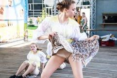 Девушки танцуют на празднике Ивана Kupala Стоковое Фото