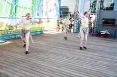 Девушки танцуют на празднике Ивана Kupala Стоковая Фотография
