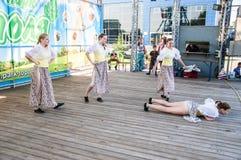 Девушки танцуют на празднике Ивана Kupala Стоковые Фотографии RF