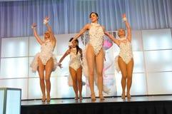 девушки танцы Стоковые Изображения