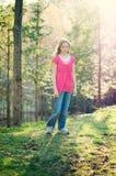 девушки твен outdoors милый стоковые изображения rf