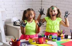 Девушки хеллоуина при страшные стороны покрашенные с красками Стоковые Изображения RF