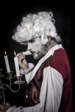 Девятнадцатое, парик эры рококо джентльмена, люстра с свечами Стоковые Изображения RF