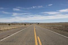 Дезертированная дорога в пустыне, США Стоковые Фото