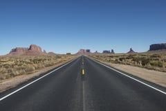 Дезертированная дорога в пустыне, США Стоковое Фото