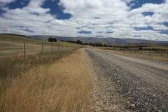 Дезертированная дорога в центральном Otago Стоковая Фотография