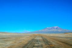 Дезертированная дорога, Uyuni, Боливия Стоковые Фото