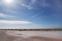 Дезертированный пляж, солнечный день Стоковое Изображение RF