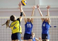Действие волейбола женщин Стоковые Фотографии RF