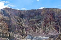 Действующий вулкан на белом острове Новой Зеландии Вулканическое озеро кратер серы стоковое изображение