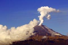 Действующий вулкан i Стоковое Изображение RF