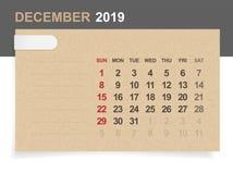 Декабрь 2019 - ежемесячный календарь на предпосылке коричневой бумаги и древесины с зоной для примечания иллюстрация штока