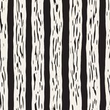 Декоративная безшовная картина с handdrawn линиями doodle Покрашенная рукой волнистая предпосылка нашивок Ультрамодное бесконечно бесплатная иллюстрация