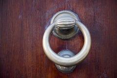 Декоративная дверь стука кольца металла Стоковые Изображения