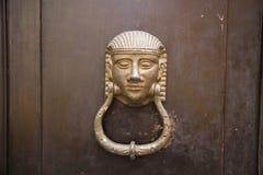Декоративная дверь стука кольца металла Стоковое фото RF