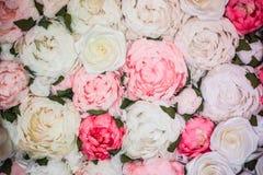 Декоративная предпосылка много бумажных роз стоковая фотография rf