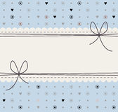 Декоративная рамка с милыми цветками, точками польки, сердцами и смычками иллюстрация штока