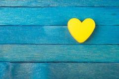 Декоративное желтое сердце на голубой предпосылке Стоковая Фотография RF