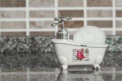 Декоративное керамическое мини блюдо мыла ванны ноги когтя с Sp ванны Стоковые Изображения RF
