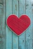 Декоративное сердце сделанное из потока на деревянной предпосылке Стоковые Фото