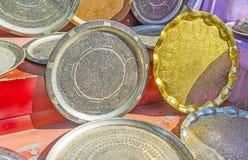 Декоративные блюда металла в рынке Антальи Стоковая Фотография