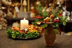 Декоративные ветви сосны в вазе Стоковые Изображения