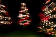 Декоративные запачканные света рождественской елки в темноте стоковые фото