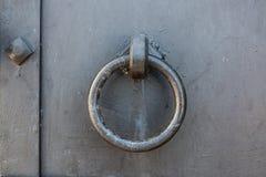Декоративные и структурные элементы закрепления и орнаментальный дверей стоковое изображение rf