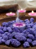 Декоративные камни и свечи стоковое фото rf