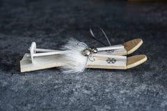 Декоративные мини лыжи стоковое фото rf