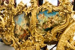 Декоративные покрашенные cartouches эмали на экипаже Стоковые Фото