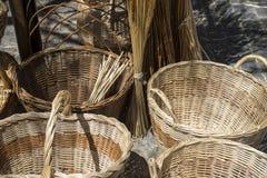 Декоративные, плетеные корзины handmade в традиционное средневековое sh Стоковые Изображения RF