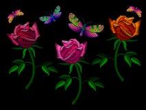 Декоративные розы вышивки с бабочкой Стоковая Фотография
