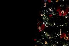 Декоративные света рождественской елки в темноте стоковая фотография rf