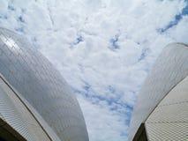 Декоративные фасады напротив белых облаков Стоковое фото RF