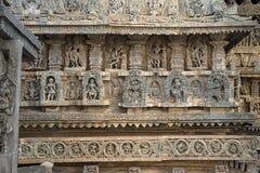 Декоративные фризы с божествами, танцорами и другими диаграммами, виском Chennakeshava Стоковые Фото