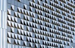 Декоративные элементы внешнего украшения современного многоэтажного стоковые фотографии rf
