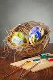 Декоративные яичка и paintbrushes стоковая фотография rf