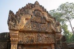Декоративные lintels в реконструированных руинах ornately высекаенного 10t стоковые изображения