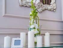 Декоративные unlit свечи в ресторане Стоковые Фото