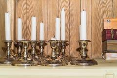 Декоративные unlit свечи в ресторане Стоковая Фотография