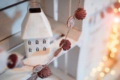 Декоративный дом ` s Нового Года сделанный из металла Стоковые Изображения RF
