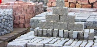 Декоративный камень здания на паллете можно использовать для рекламировать Стоковая Фотография RF