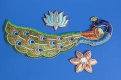 Декоративный красочный павлин с цветками стоковые изображения